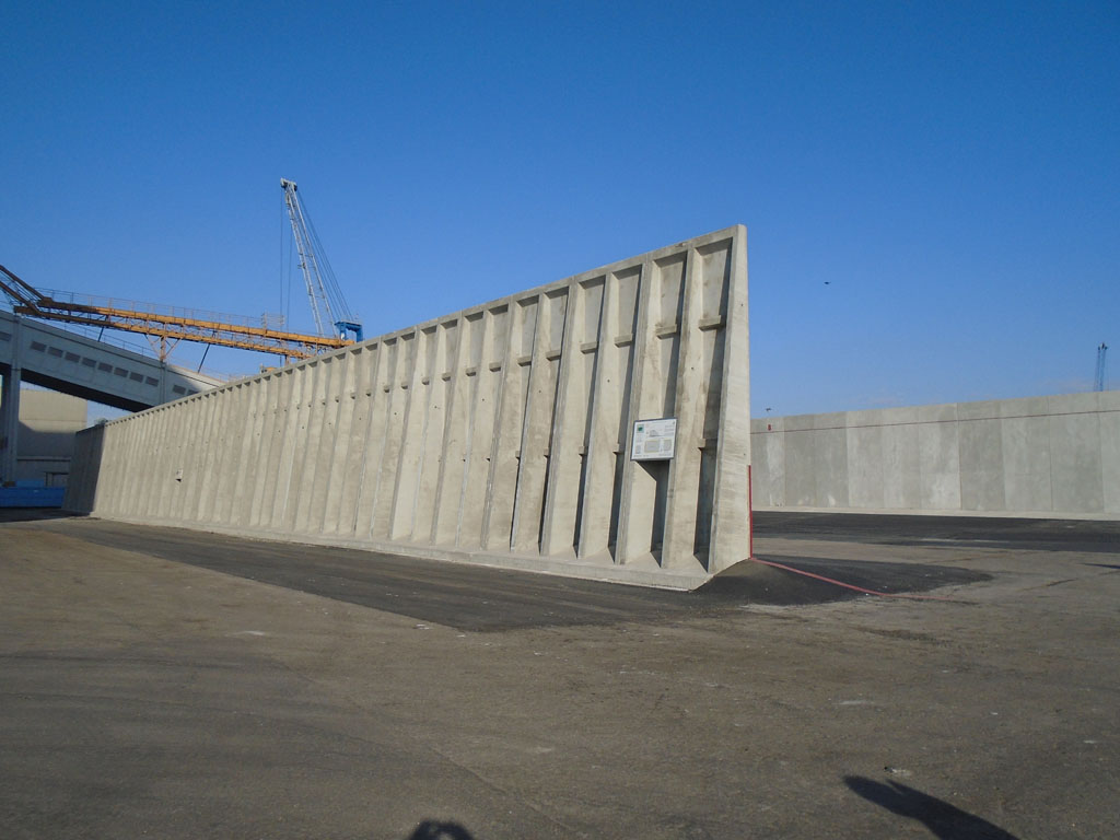 Muro Di Sostegno A Confine.Muri Di Contenimento Prefabbricati In Cemento Armato Dalla Mora